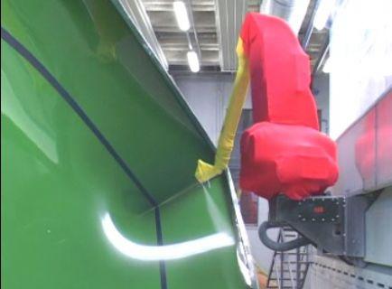 Окраска габаритных деталей роботом на треке